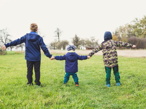 brīvdienu atpūta ģimenei ar bērniem pie dabas