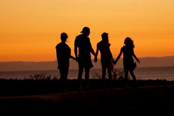 ģimenes atpūta ar bērniem pie jūras kurzemē