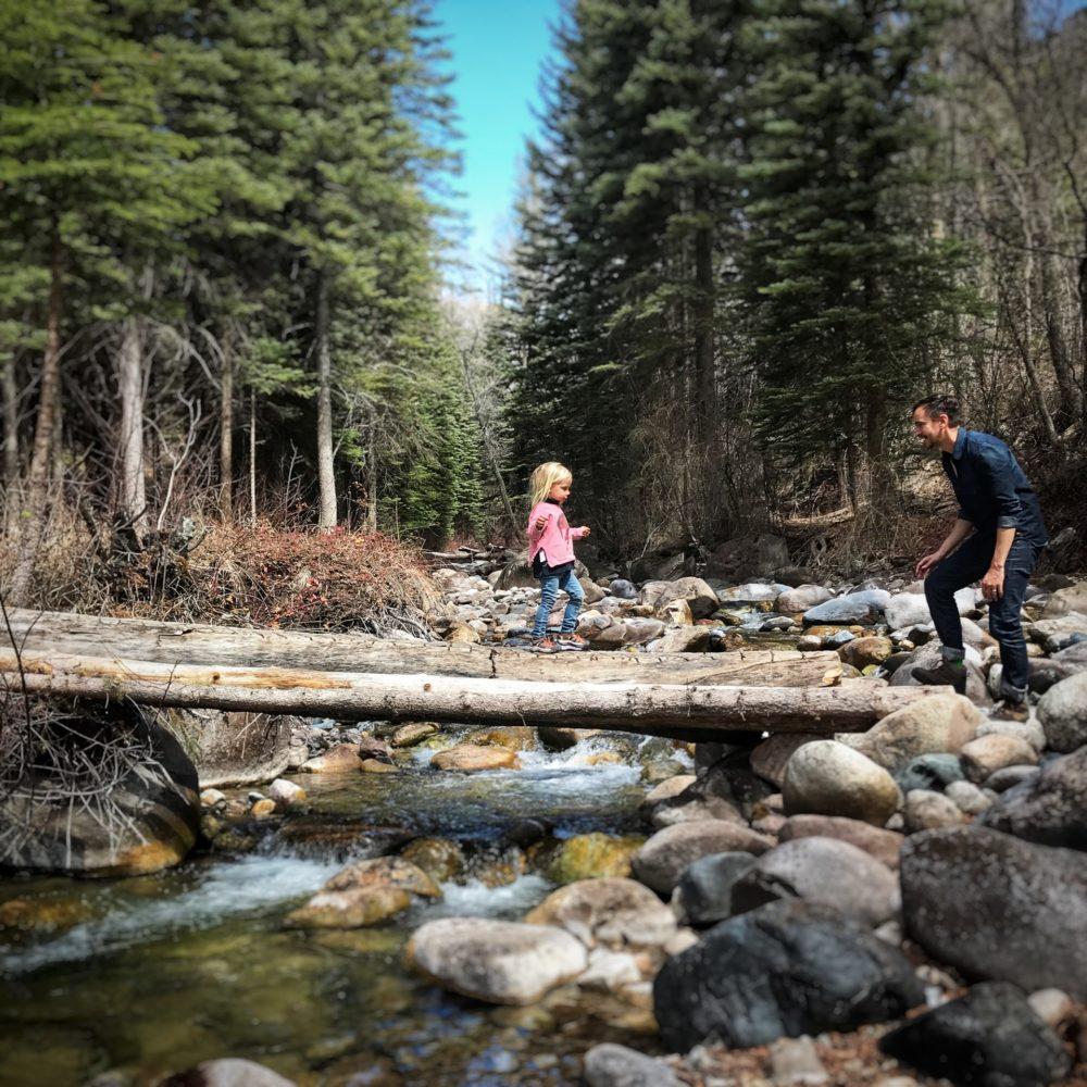 aktīvā atpūta ģimenei ar bērniem pie dabas latvijā, kurzemē
