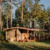 atpūtas namiņš mežā pie jūras kurzemē